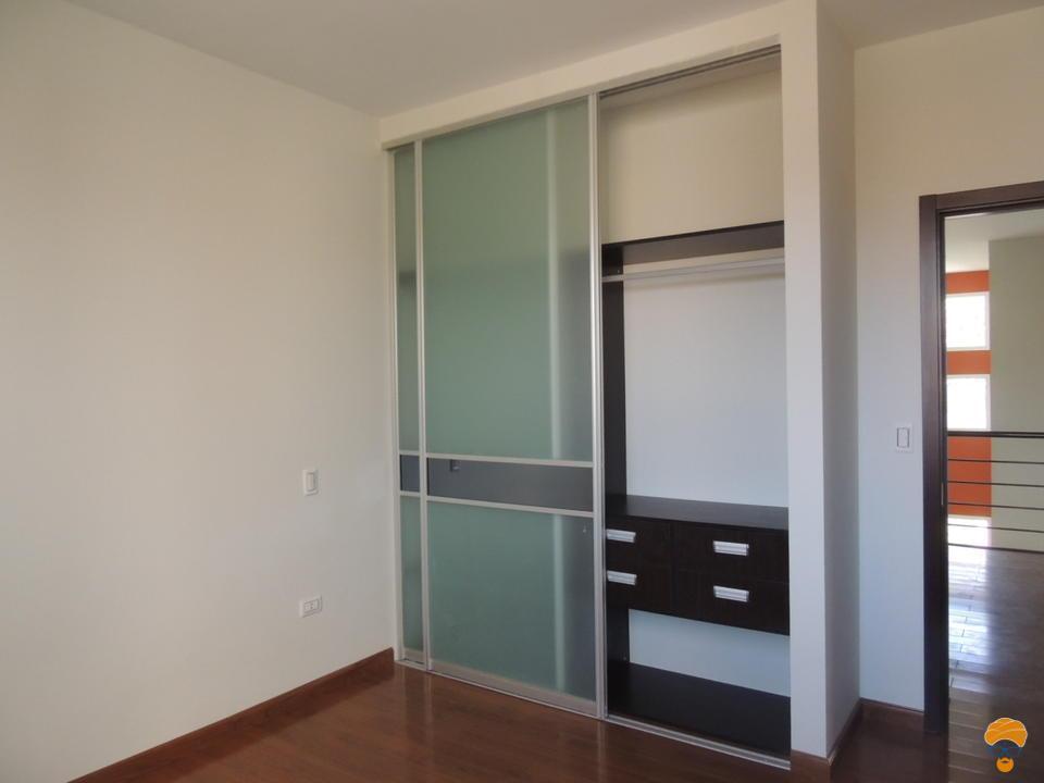 6-thumbnail-casa-3-pisos-estilo-minimalista-en-condominio