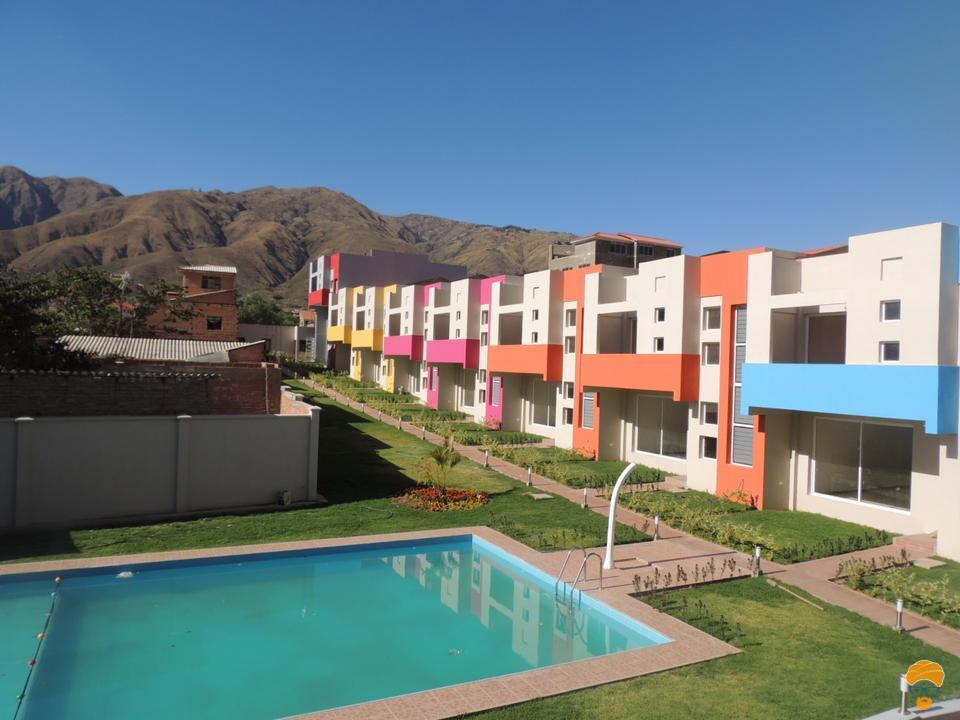 8-thumbnail-casa-3-pisos-estilo-minimalista-en-condominio