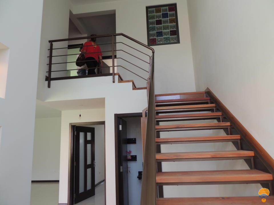 5-thumbnail-casa-3-pisos-estilo-minimalista-en-condominio