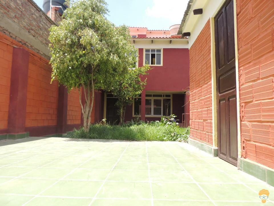 2-thumbnail-vendo-casa-de-dos-plantas-avenida-blanco-galindo