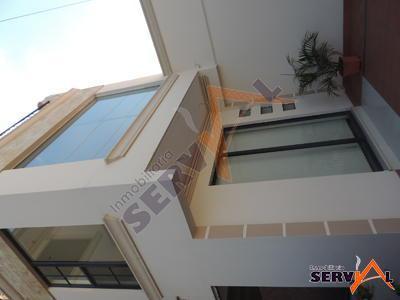 alquilo-oficinas-sobre-la-av-dorbigni-puente-cobija