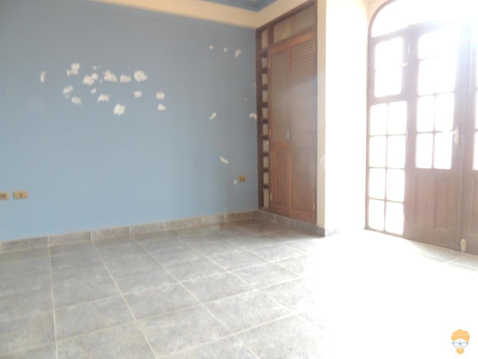 10-thumbnail-vendo-casa-de-3-pisos-zona-seminario