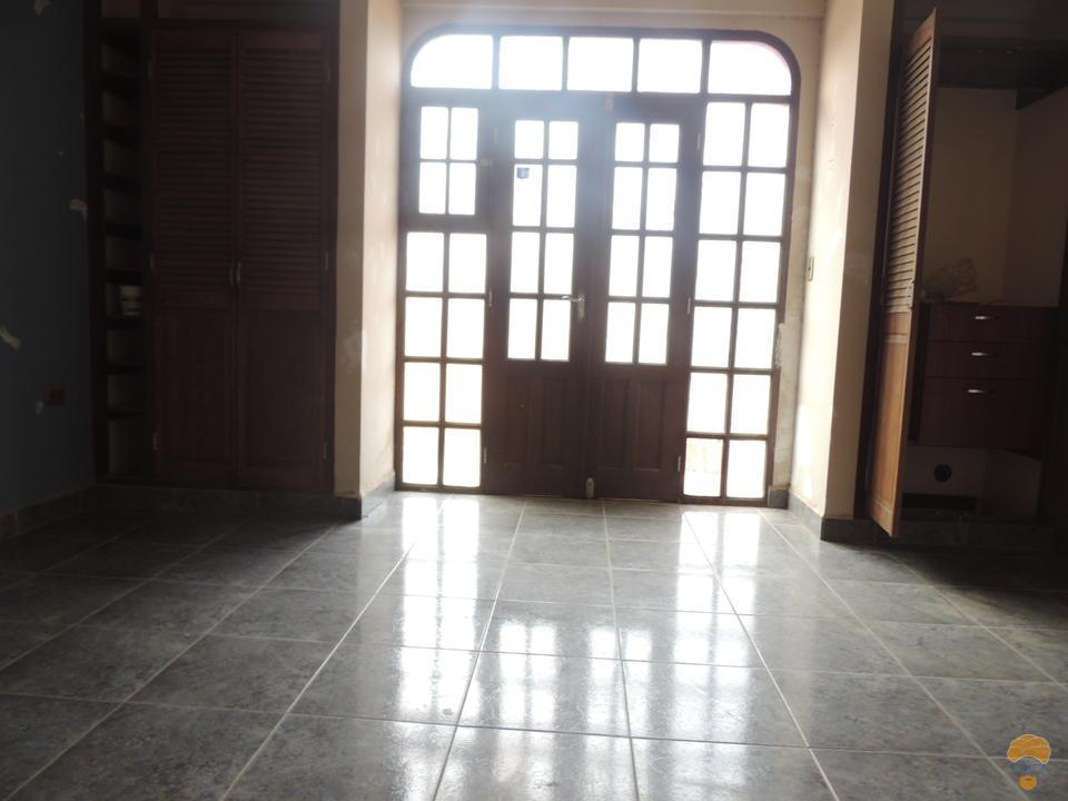 6-thumbnail-vendo-casa-de-3-pisos-zona-seminario