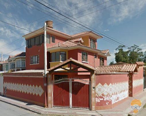 1-thumbnail-vendo-casa-de-3-pisos-zona-seminario