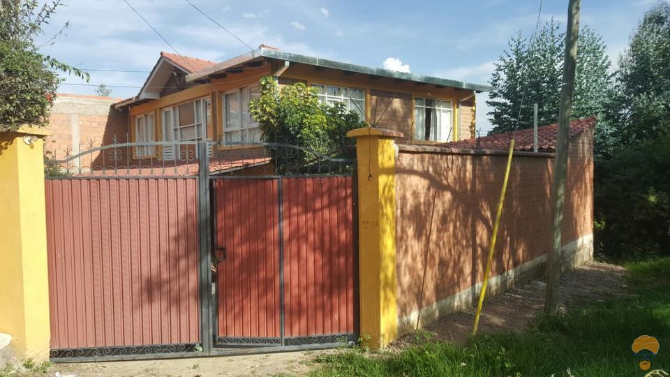 2-thumbnail-hermosa-casa-con-2-construcciones-sector-colegio-aisb