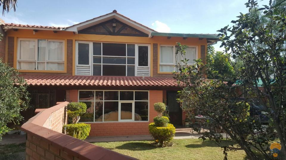 1-thumbnail-hermosa-casa-con-2-construcciones-sector-colegio-aisb