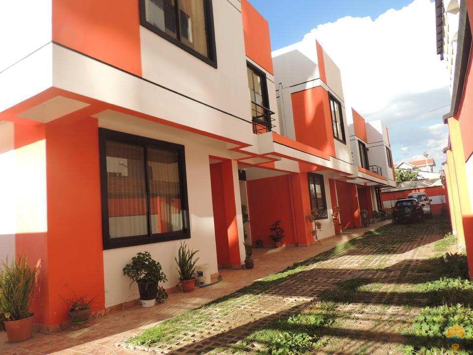 1-thumbnail-vendo-casa-de-dos-plantas-en-condominio
