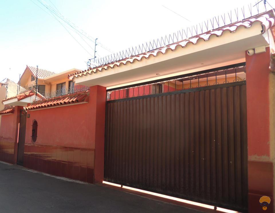 1-thumbnail-vendo-casa-de-2-plantas-entre-av-libertador