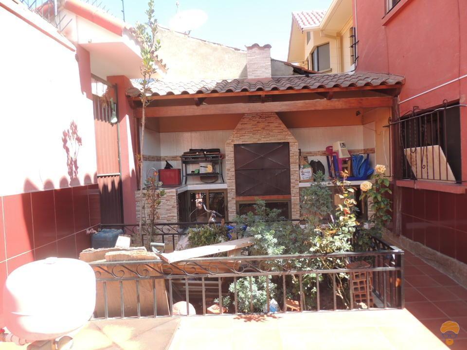 3-thumbnail-vendo-casa-de-2-plantas-entre-av-libertador