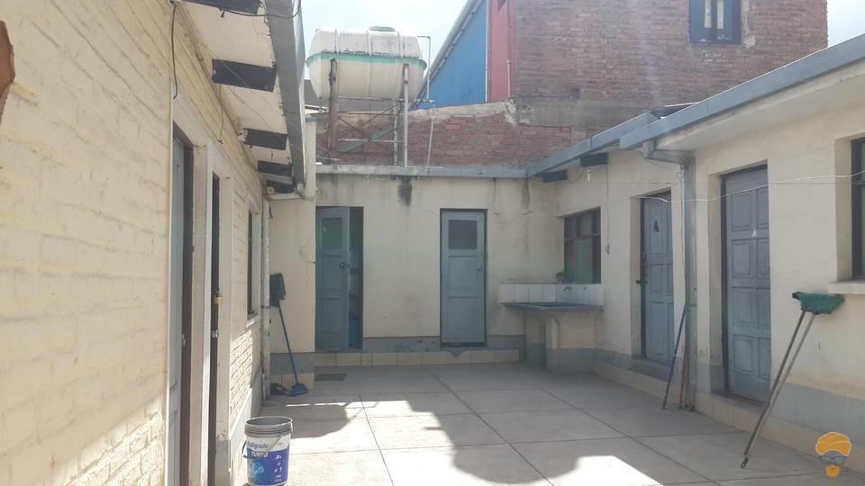 2-thumbnail-vendo-casa-sobre-avenida-con-simon-lopez