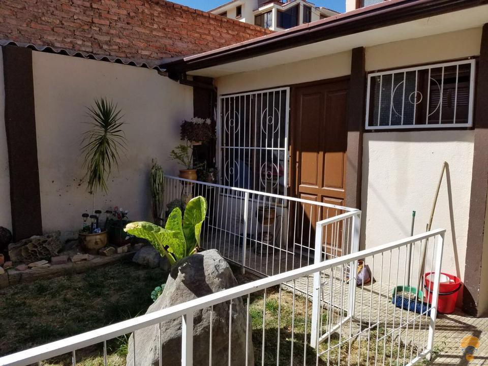6-thumbnail-vendo-casa-de-dos-plantas-avenida-circunvalacion