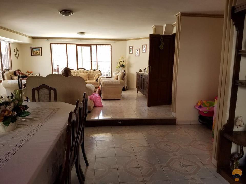 2-thumbnail-vendo-casa-de-dos-plantas-avenida-circunvalacion