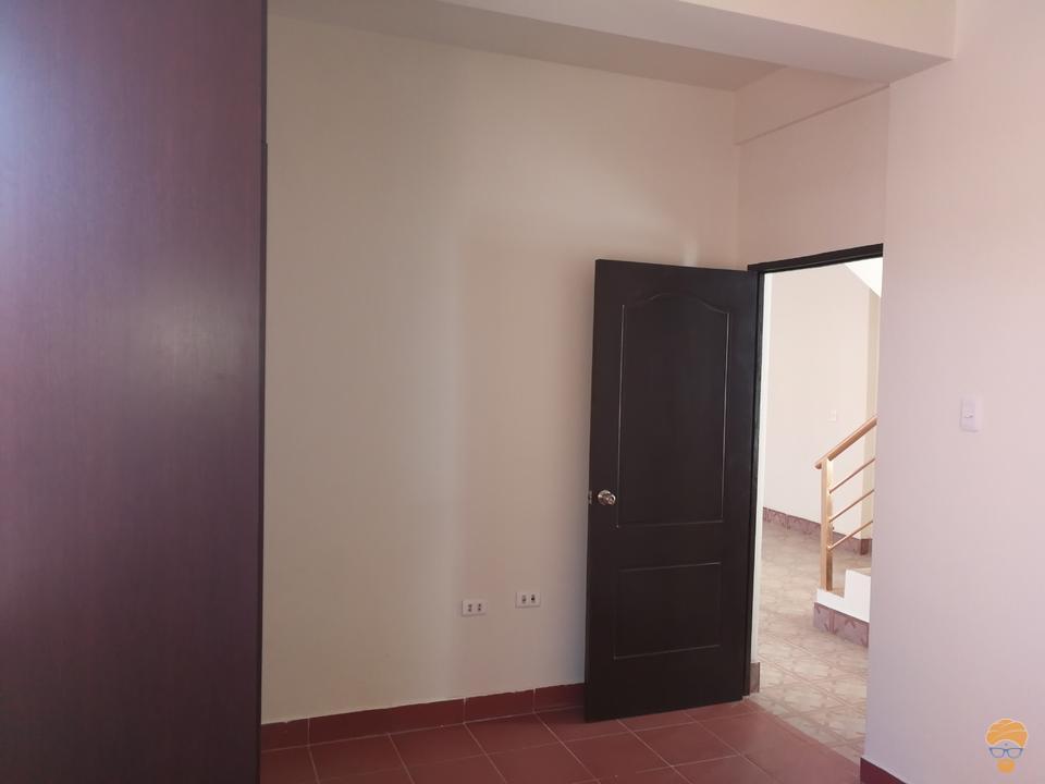 11-thumbnail-casa-en-venta-inmediaciones-avcircunvalacion-av-melchor-perez