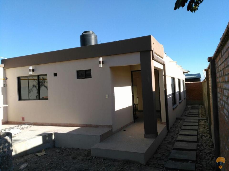 2-thumbnail-casa-en-venta-inmediaciones-avcircunvalacion-av-melchor-perez