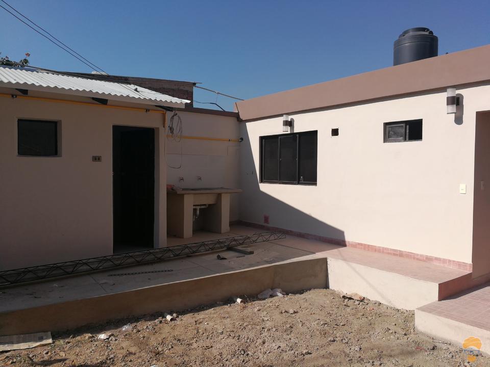 8-thumbnail-casa-en-venta-inmediaciones-avcircunvalacion-av-melchor-perez