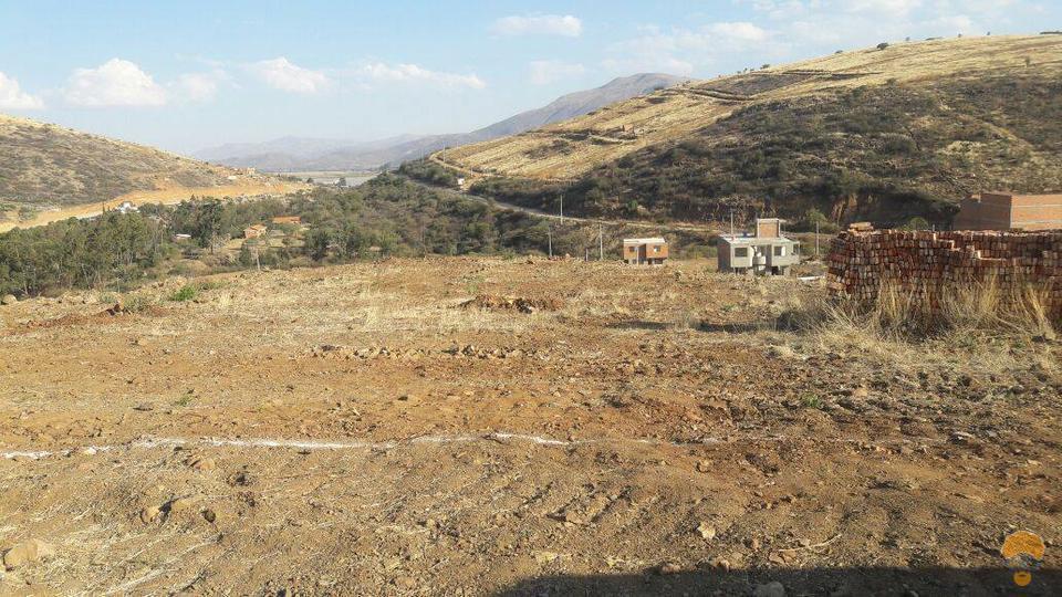 2-thumbnail-vendo-terreno-sector-lago-del-la-carretera