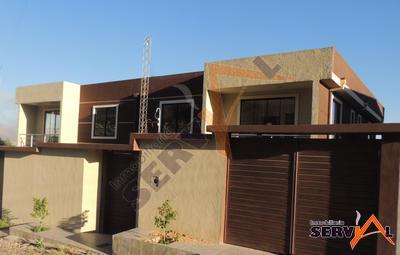 casa-de-2-plantas-minimalista-km-6