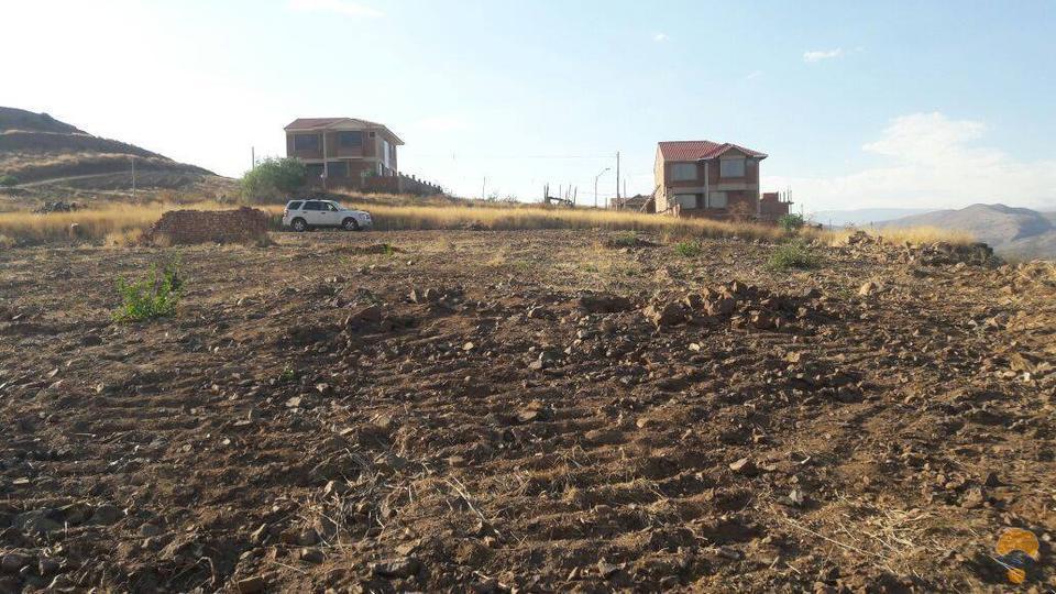 1-thumbnail-vendo-terreno-sector-lago-del-la-carretera