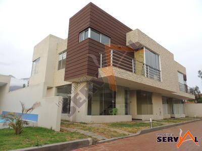 hermosa-casa-en-pequeno-condominio-attie