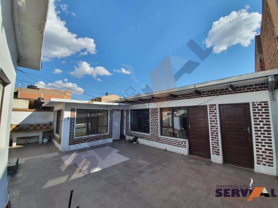 10-thumbnail-hermosa-casa-en-venta-zona-barrio-profesional