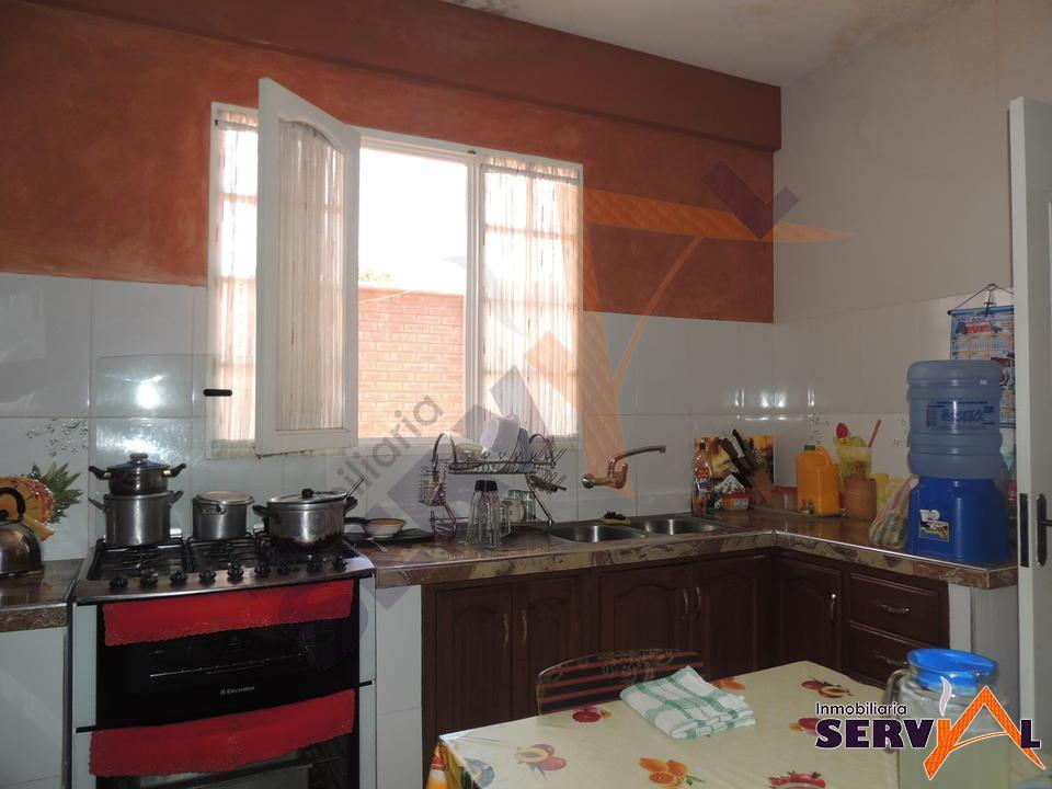 7-thumbnail-casa-en-venta-sobre-697-chiqicollo-av-linde