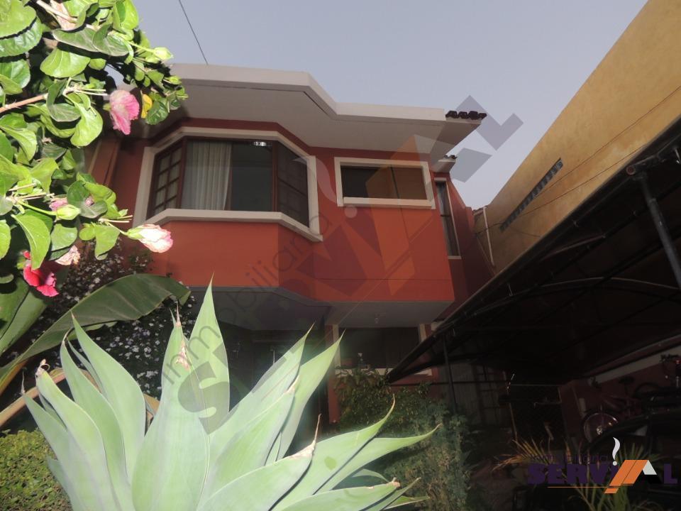 2-thumbnail-amplia-casa-de-tres-plantas-av-circunvalacion