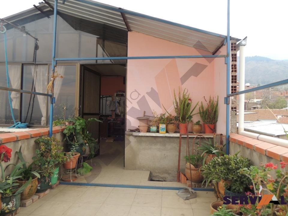 2-thumbnail-casa-de-3-plantas-en-hospital-montano