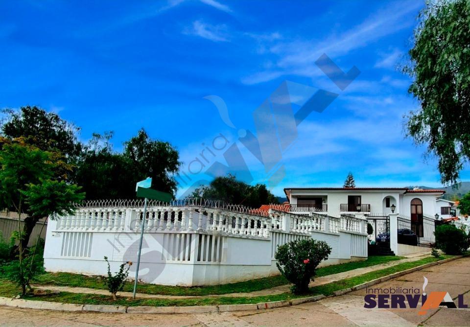 1-thumbnail-hermosa-propiedad-de-3-niveles-urbanizacion-mirador