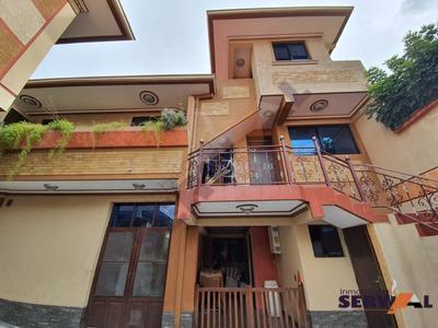 hermosa-casa-de-3-plantas-av-beiging