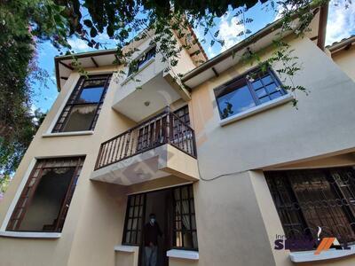 casa-en-venta-en-inmediaciones-melchor-urquidi