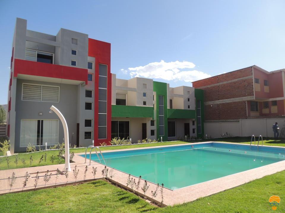 Casa 3 pisos estilo minimalista en condominio elguru for Pisos casa minimalista
