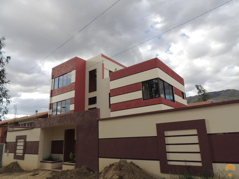 Casa minimalista a la venta nueva en km 7 1 2 huayllani for Casa nueva minimalista