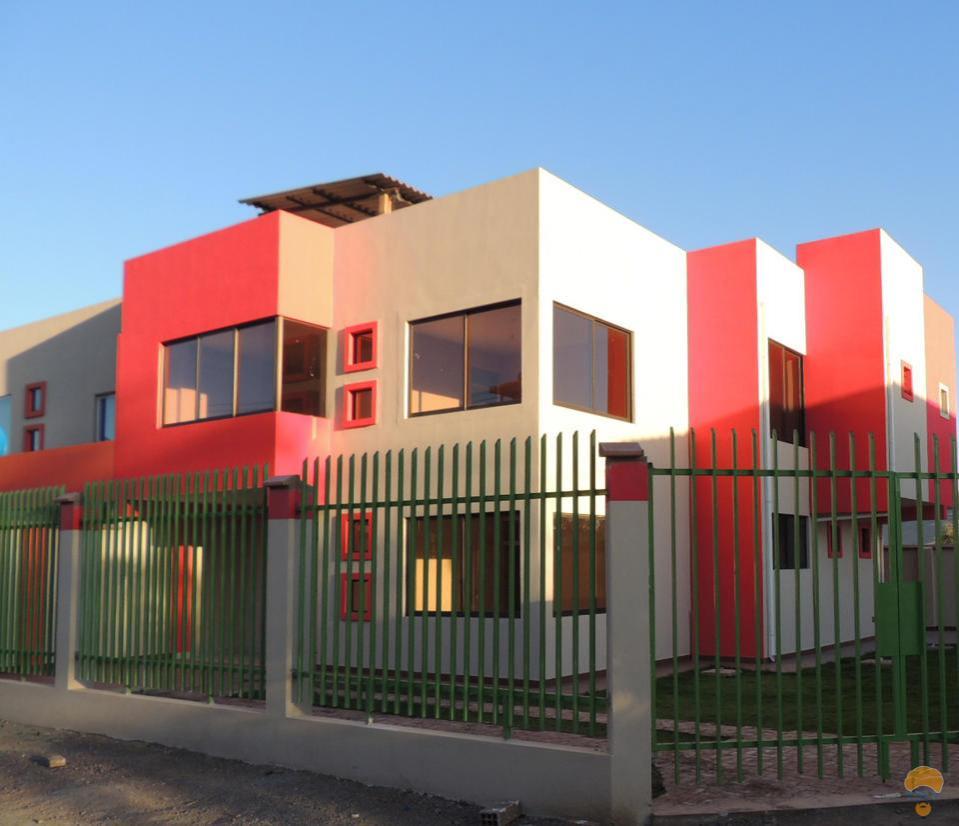 Vendo hermosa casa minimalista sector km 4 a sacaba for Vendo casa minimalista